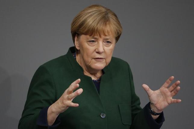 11月29日、ドイツのメルケル首相は、EU全体として英離脱に対応する考えを示した。写真はベルリンで23日撮影(2016年 ロイター/Fabrizio Bensch)