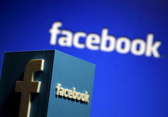 11月29日、米交流サイト大手フェイスブックは、メッセージアプリ「メッセンジャー」にゲーム機能を追加したと発表した。写真はゼニツァで昨年5月撮影(2016年 ロイター/Dado Ruvic)