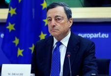 La inflación en la zona euro debería volver a la meta del Banco Central Europeo de cerca de pero por debajo del 2 por ciento entre 2018 y 2019, dijo el miércoles el presidente del BCE, Mario Draghi a El País. En la imagen de archivo, Draghi en una comparecencia en el Parlamento Europeo en Bruselas, Bélgica, el 28 de noviembre de 2016.   REUTERS/Yves Herman