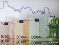 Le taux d'inflation annuel a augmenté à 0,6% en zone euro en novembre, après 0,5% en octobre, un modeste encouragement pour la Banque centrale européenne (BCE) avant sa réunion monétaire de la semaine prochaine. /Photo d'archives/REUTERS/Dado Ruvic