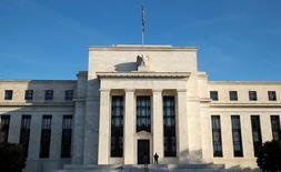 El edificio de la Reserva Federal de Estados Unidos en Washington, oct 12, 2016. Ya es tiempo de que la Reserva Federal aplique un alza de tasas de interés, puesto que la economía estadounidense está haciendo progresos en torno al empleo pleno y a la meta de inflación del 2 por ciento, dijo el miércoles el presidente de la Fed de Dallas, Robert Kaplan.  REUTERS/Kevin Lamarque