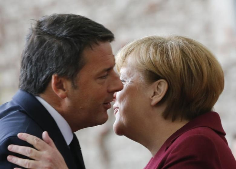 Italian Prime Minister Matteo Renzi is welcomed by German Chancellor Angela Merkel upon his arrival at the chancellery in Berlin, Germany, November 18, 2016. REUTERS/Fabrizio Bensch - RTX2U8PQ