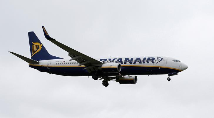 A Ryanair aircraft lands at Manchester Airport in Manchester, Britain, May 26, 2015.  REUTERS/Andrew Yates/File Photo