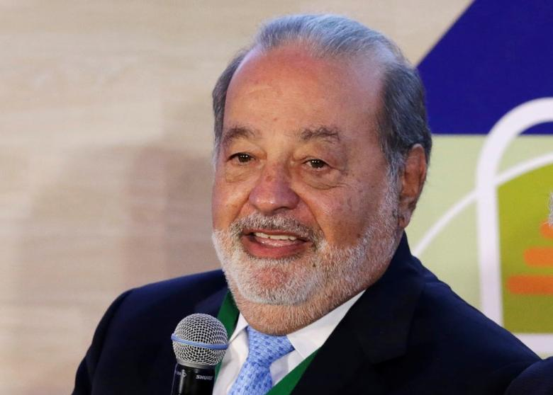 Mexican billionaire Carlos Slim speaks to the media during a news conference after attending the annual meeting of the Circulo de Montevideo Foundation, at Soumaya museum in Mexico City, Mexico November 4, 2016. REUTERS/Henry Romero