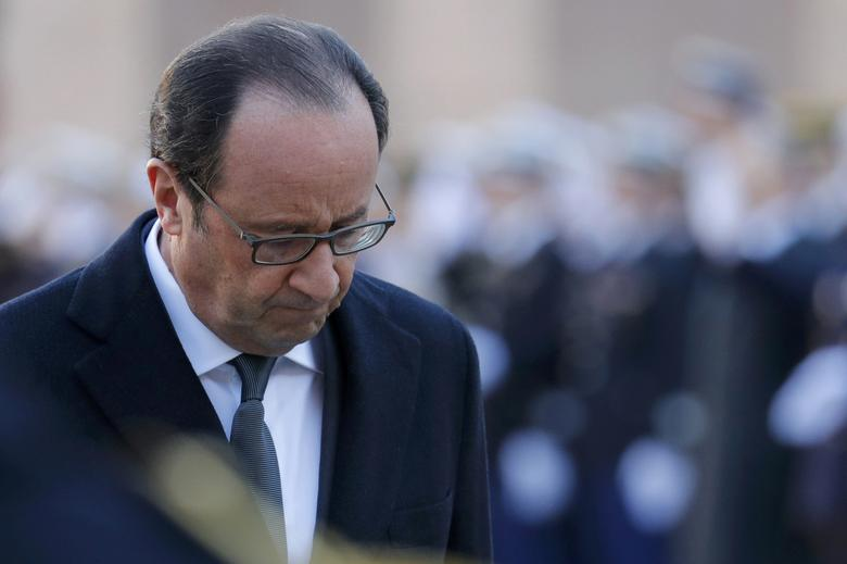 French President Francois Hollande attends a military ceremony at the Hotel des Invalides in Paris, France, November 29, 2016.   REUTERS/Philippe Wojazer