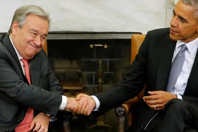 U.S. President Barack Obama (R) welcomes U.N. Secretary General-designate Antonio Guterres (L), of Portugal, in the Oval Office at the White House in Washington, U.S. December 2, 2016.  REUTERS/Jonathan Ernst