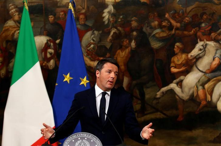 Italian Prime Minister Matteo Renzi speaks during a media conference after a referendum on constitutional reform at Chigi palace in Rome, Italy, December 5, 2016. REUTERS/Tony Gentile