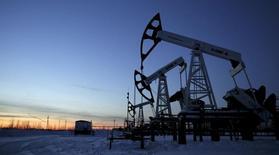 L'Organisation des pays exportateurs de pétrole table sur une solide demande de pétrole en 2017, comme cette année, en dépit de l'accord de réduction de sa production conclu la semaine dernière pour tenter de faire remonter les cours de l'or noir. /Photo d'archives/REUTERS/Sergei Karpukhin