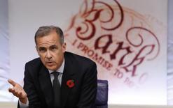 """Le gouverneur de la Banque d'Angleterre (BoE), Mark Carney, a averti lundi que le mouvement d'ouverture des frontières à l'échelle mondiale était aujourd'hui remis en cause par la frustration croissante exprimée par de nombreux électeurs en colère après une """"décennie perdue"""" en matière de salaires. /Photo prise le  3 novembre 2016/REUTERS/Kirsty Wigglesworth"""