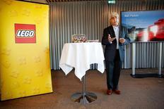 Le fabricant de jouets danois Lego a annoncé mardi la nomination de son premier directeur général étrange. Le Britannique Bali Padda (photo), actuellement directeur général délégué, remplacera Jorgen Vig Knudstorp, le directeur général actuel, le premier à avoir été choisi en dehors du clan Kristiansen. /Photo prise le 6 décembre 2016/ REUTERS/Nikolai Linares