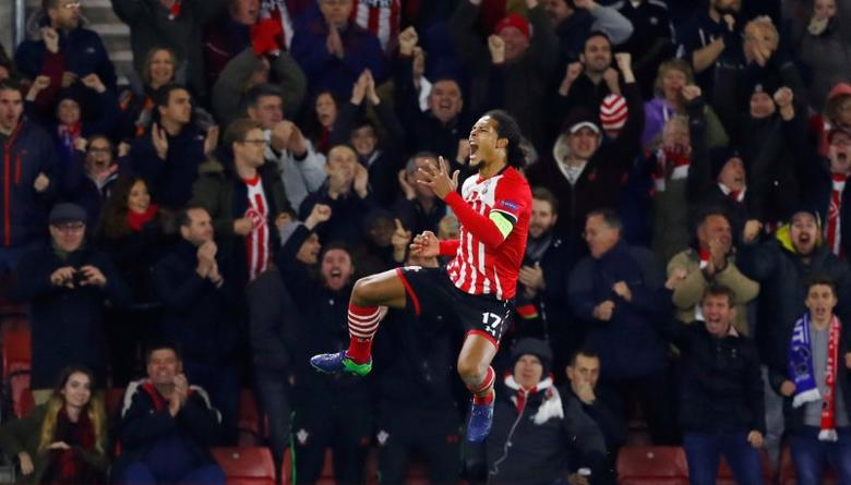 Britain Football Soccer - Southampton v Inter Milan - UEFA Europa League Group Stage - Group K - St Mary's Stadium, Southampton, England - 3/11/16 Southampton's Virgil van Dijk celebrates scoring their first goal  Reuters / Eddie Keogh Livepic