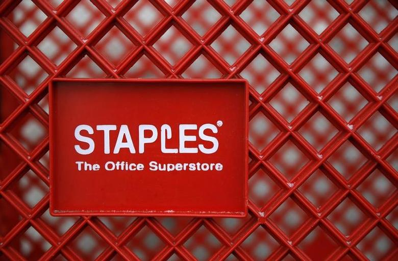 A shopping cart is seen outside a Staples office supplies store in the Chicago suburb of Glenview, Illinois, February 4, 2015.  REUTERS/Jim Young