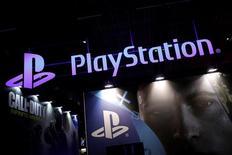 Логотип Sony PlayStation на Парижской неделе игр. Sony Corp планирует выпустить до шести игр для смартфонов в следующем финансовом году, который стартует в апреле, в надежде повторить успех игры Pokemon GO, выпущенной конкурирующей компаний Nintendo Co. REUTERS/Benoit Tessier