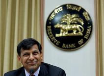 Raghuram Rajan, gouverneur de la RBI. La banque centrale de l'Inde a contre toute attente laissé inchangé son taux d'intervention à 6,25% mercredi. Le taux de refinancement (repo) de la Banque de Réserve d'Inde (RBI) avait été abaissé d'un quart de point lors de la réunion de politique monétaire d'octobre. /Photo d'archives/REUTERS/Danish Siddiqui