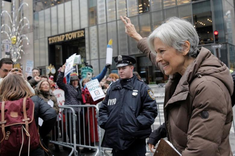 Green Party presidential nominee Jill Stein waves to supporters as she leaves a news conference outside Trump Tower in Manhattan, New York City, U.S. December 5, 2016.  REUTERS/Brendan McDermid
