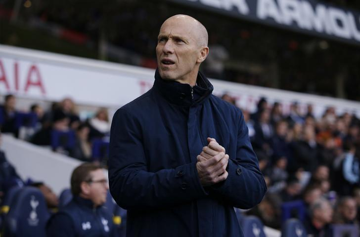 Britain Football Soccer - Tottenham Hotspur v Swansea City - Premier League - White Hart Lane - 3/12/16 Swansea City manager Bob Bradley before the game Action Images via Reuters / Andrew Couldridge Livepic