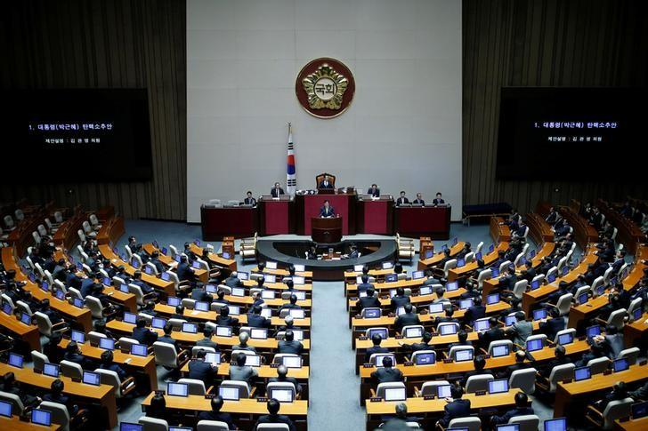 Lawmakers attend a plenary session to vote on the impeachment bill of President Park Geun-hye at the National Assembly in Seoul, South Korea, December 9, 2016.  REUTERS/Kim Hong-Ji