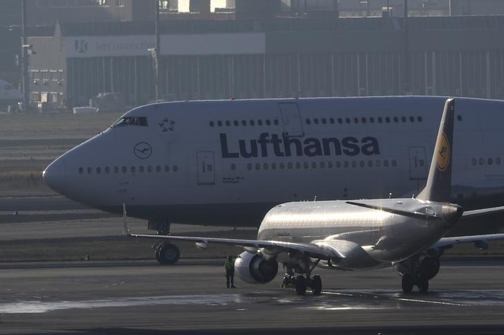 Planes stand on the tarmac during a pilots strike of German airline Lufthansa at Frankfurt airport, Germany, November 30, 2016. REUTERS/Kai Pfaffenbach