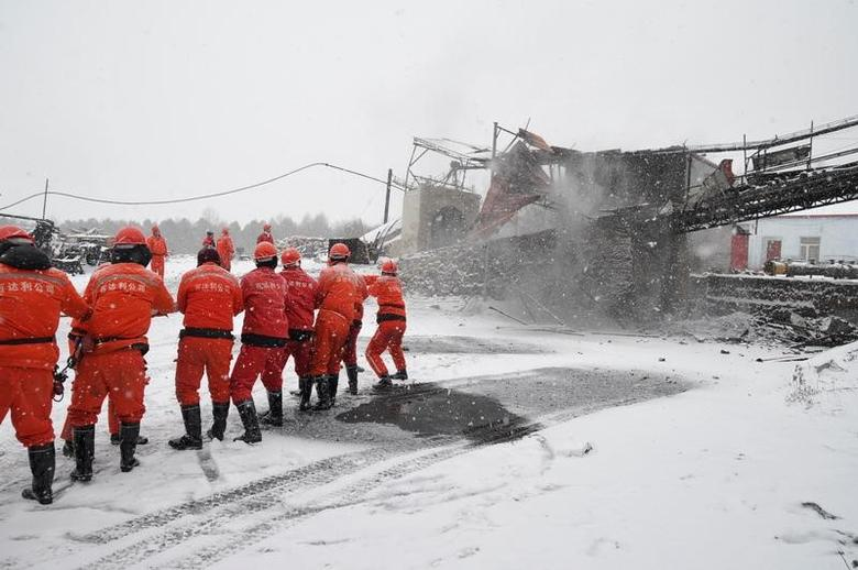 Rescuers work near the site of a coal mine disaster in Qitaihe, Heilongjiang province, China, November 30, 2016. Picture taken November 30, 2016. China Daily/via REUTERS
