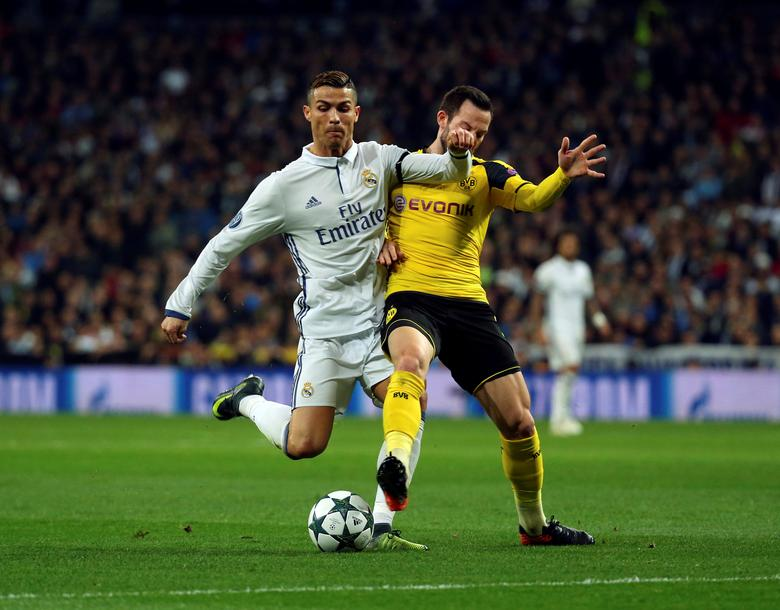 Real Madrid's Cristiano Ronaldo and Borussia Dortmund's Gonzalo Castro in action. Real Madrid v Borussia Dortmund - UEFA Champions League Group Stage - Group F - Santiago Bernabeu stadium, Madrid, Spain - 7/12/16. REUTERS/Susana Vera