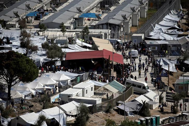 Refugees and migrants line up for food distribution at the Moria migrant camp on the island of Lesbos, Greece October 6, 2016.   REUTERS/Alkis Konstantinidis/Files