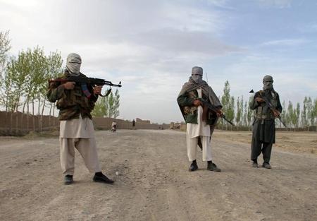 زعيم طالبان يعزز موقعه بالحصول على دعم عضوين بارزين