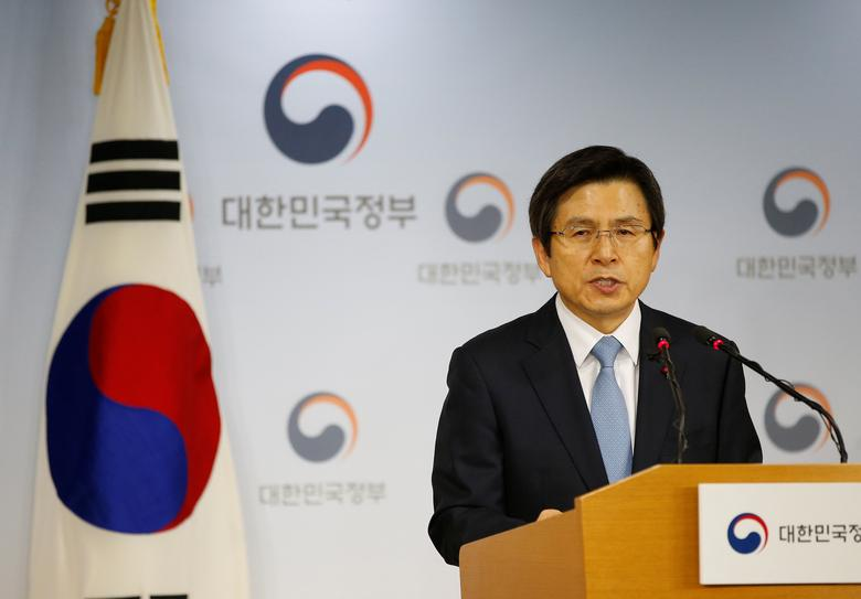 South Korean Prime Minister and the acting President Hwang Kyo-ahn releases a statement to the nation at the Goverment Complex in Seoul, South Korea, December 9, 2016.  REUTERS/Kim Hong-Ji