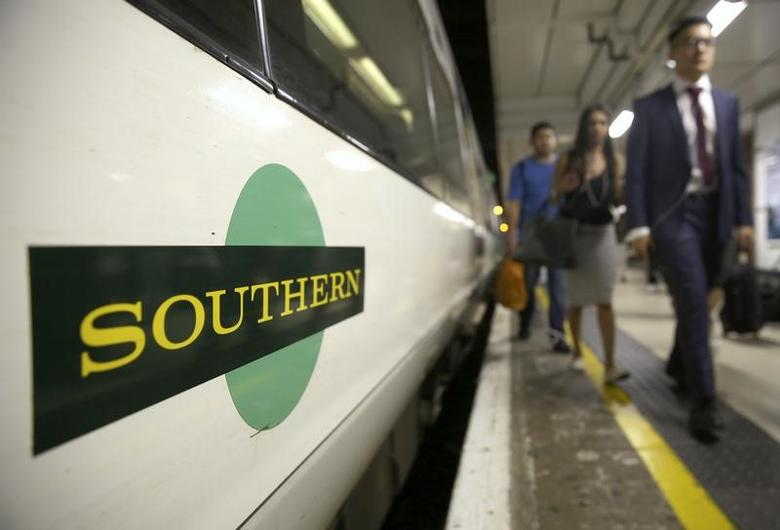 Passengers disembark a Southern train at Victoria Station in London, Britain August 8, 2016. REUTERS/Neil Hall/Files