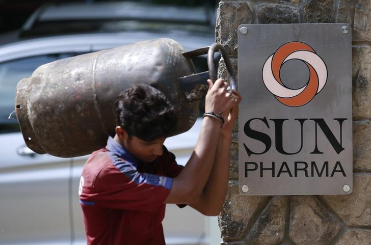 A man carrying a gas cylinder walks out of the research and development centre of Sun Pharmaceutical Industries Ltd in Mumbai May 29, 2014.  REUTERS/Danish Siddiqui/File Photo