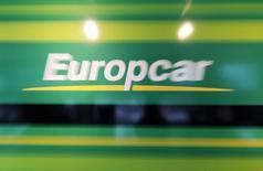 """Europcar a annoncé mardi l'acquisition d'EuropcarIrlande, l'un de ses plus grands franchisés, ainsi que celle de son service d'autopartage """"GoCar"""". /Photo d'archives/REUTERS/Régis Duvignau"""