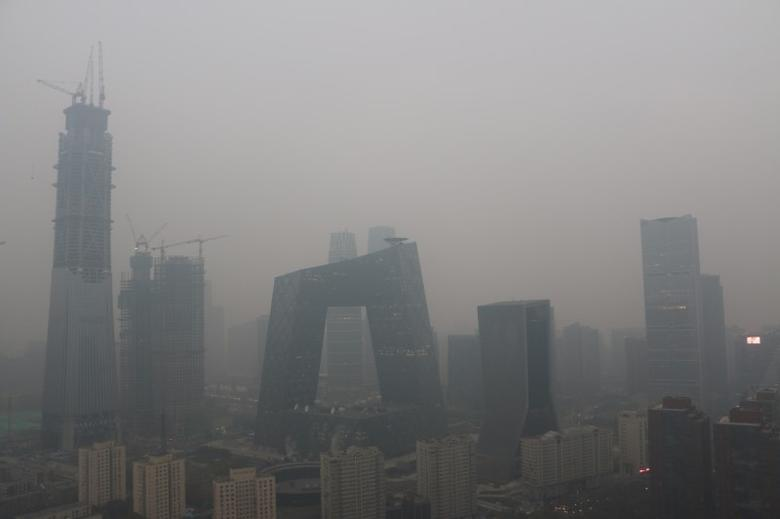 Beijing's landmark buildings are seen during a polluted day in Beijing, China, November 18, 2016. REUTERS/Stringer