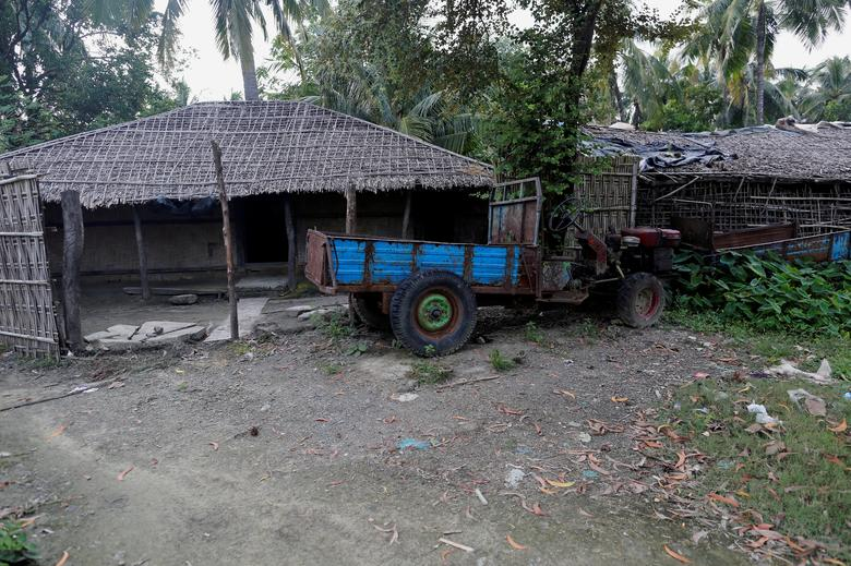 A Rohingya abandoned house  is seen at U Shey Kya village outside Maungdaw in Rakhine state, Myanmar, October 26, 2016. REUTERS/Soe Zeya Tun