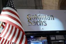 Торговое место Goldman Sachs sна Нью-Йоркской фондовой бирже. Инвестиционный банк Goldman Sachs Group Inc, как ожидается, назначит Дэвида Соломона и Харви Шварца главными помощниками исполнительного директора Ллойда Блекфайна, говорится в сообщении Wall Street Journal со ссылкой на осведомлённые источники.  REUTERS/Brendan McDermid/File Photo