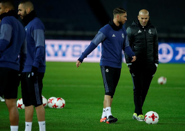 Real Madrid's Sergio Ramos talks with head coach Zinedine Zidane during a training session ahead of FIFA Club World Cup Semi-Final match against Club America. Real Madrid training - FIFA Club World Cup - Yokohama, Japan - 14/12/16. REUTERS/Issei Kato