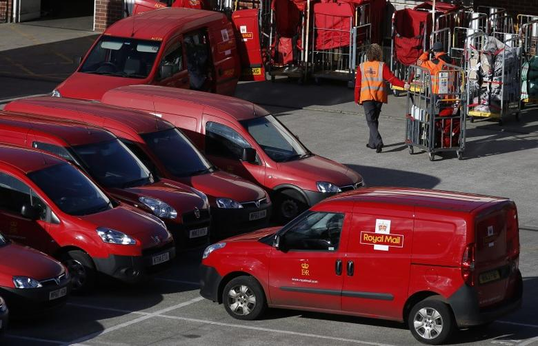 Postal workers move mail bags from a van at a Royal Mail sorting office in Altrincham northern England, February 10, 2016. REUTERS/Phil Noble