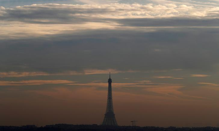 A small-particle haze hangs above the Eiffel Tower, that is seen on the horizon from Suresnes, near Paris, France, December 8, 2016. REUTERS/Christian Hartmann