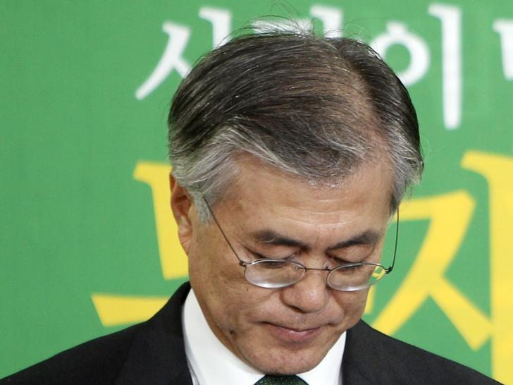 Moon Jae-in holds a news conference in Seoul December 19, 2012. REUTERS/Woohae Cho/Files
