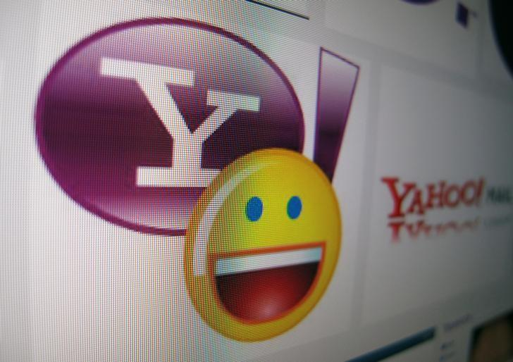 A Yahoo messenger logo is displayed on a monitor in this photo illustration shot April 16, 2013.  REUTERS/Mike Blake/Files