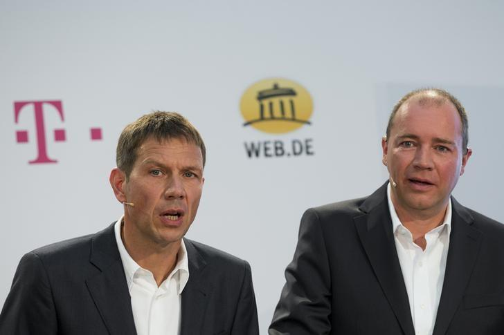 Deutsche Telekom CEO Rene Obermann (L) and United Internet CEO Ralf Dommermuth present their firms' initiative for encrypted email at a news conference in Berlin August 9, 2013.  REUTERS/Thomas Peter/File Photo