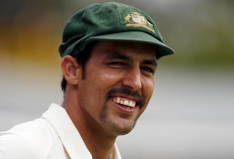 Australia's Mitchell Johnson smiles towards a member of the crowd as he fields near the boundary during the fifth day of the second cricket test match against New Zealand at the WACA ground in Perth, Western Australia, November 17, 2015.    REUTERS/David Gray