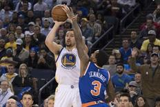 December 15, 2016; Oakland, CA, USA; Golden State Warriors guard Klay Thompson (11) shoots the basketball against New York Knicks guard Brandon Jennings (3) during the third quarter at Oracle Arena. The Warriors defeated the Knicks 103-90. Mandatory Credit: Kyle Terada-USA TODAY Sports