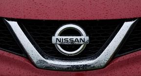 Nissan devrait vendre un nombre record de voitures l'année prochaine, l'accélération attendue de la croissance économique mondiale devant soutenir la demande et lisser l'impact de la volatilité des marchés de changes et des matières première. /Photo d'archives/REUTERS/Andrew Yates