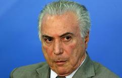 El presidente de Brasil, Michel Temer, durante un anuncio en Brasilia, dic 15, 2016. El presidente brasileño, Michel Temer, advirtió el viernes de que sin las impopulares medidas de austeridad que está impulsando para recortar el gasto público y equilibrar el presupuesto, el Gobierno caerá en la insolvencia.  REUTERS/Adriano Machado