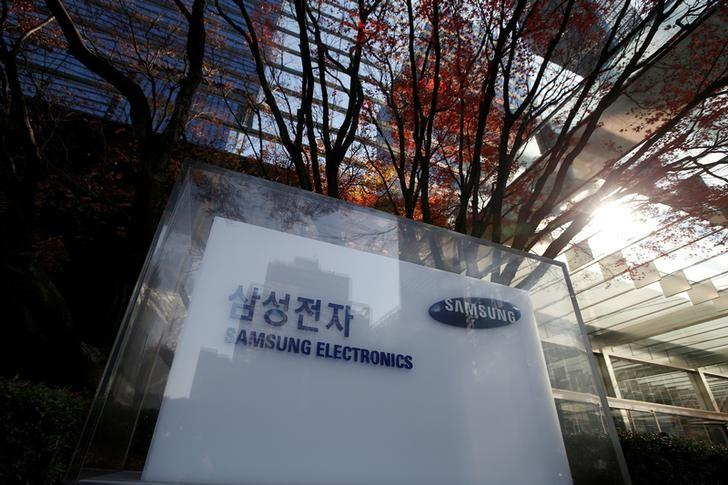 The logo of Samsung Electronics is seen at its headquarters in Seoul, South Korea, November 29, 2016.  REUTERS/Kim Hong-Ji/File Photo