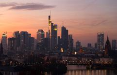 En la imagen, la ciudad de Fráncfort, Alemania, el 10 de diciembre de 2016. La confianza empresarial alemana subió en diciembre, según un sondeo publicado el lunes, alcanzando su mayor nivel desde febrero de 2014 y respaldando las expectativas de que la mayor economía de Europa rebotará en el cuarto trimestre.REUTERS/Kai Pfaffenbach