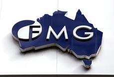 El logo de la minera australiana Fortescue Metals, visto en la sede de la compañía en Perth, Australia. 11/11/2015.  La minera australiana Fortescue Metals Group, el cuarto productor mundial de mineral de hierro, dijo el lunes que no concretará la alianza que negociaba con la brasileña Vale para abastecer a siderúrgicas en China.               REUTERS/David Gray/File photo