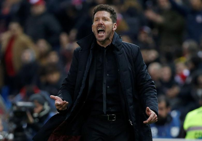 Football Soccer - Atletico Madrid v Las Palmas - Spanish Liga Santander - Vicente Calderon stadium, Madrid, Spain, 17/12/16 Atletico Madrid's coach Diego ''Cholo'' Simeone reacts during match. REUTERS/Sergio Perez