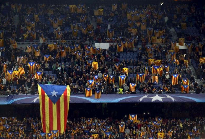 People raise''Estelada'' flags (Catalan separatist flag) before Champions League group E soccer match between Barcelona and Bate Borisov at Camp Nou stadium in Barcelona, Spain, November 4, 2015. REUTERS/Albert Gea