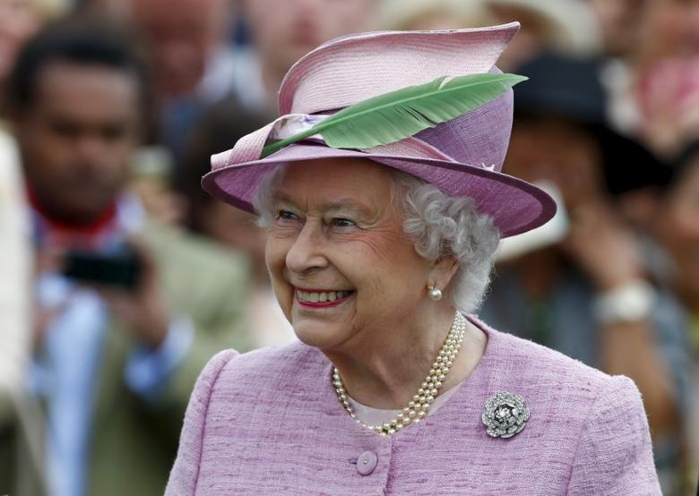 Britain's Queen Elizabeth reacts after presenting the trophy to King Power Foxes after they beat Dubai Polo Club to win The Cartier Queens Cup Final at Smiths Lawn, Windsor Great Park, southern England, June 14, 2015.     REUTERS/Eddie Keogh