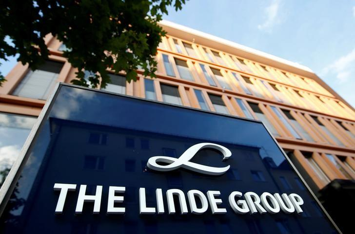 Linde Group headquarters is pictured in Munich, Germany August 15, 2016. REUTERS/Michaela Rehle/File Photo